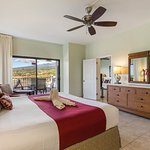 Royal Sea Cliff Kona Unit Bed Oceanview