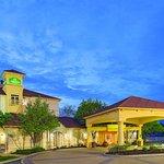 Photo de La Quinta Inn & Suites St. Louis Westport