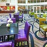 Photo de La Quinta Inn & Suites Dallas Addison Galleria