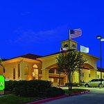 Foto de La Quinta Inn & Suites Dallas - Las Colinas
