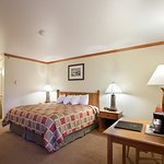 Photo de BEST WESTERN PLUS Edgewater Hotel