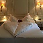 Schlafzimmer (im Verhältnis sehr klein) der Bad der Wellnessresidenz Suite
