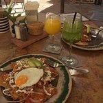 Amazing food! Excellente come. Muy rico!  Chiliquilas y huevos rancheros deliciosa!