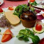 Foie gras de canard au Macvin du Jura cuit maison au torchon et sa petite brioche tiède maison