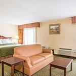 Days Inn & Suites Sutton Flatwoods Foto