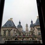 vue sur l'hôtel de ville depuis le studio de répétition