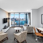 ‪Meriton Suites North Sydney‬