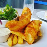 Fish 'n' chips with salad and aioli