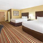Days Inn & Suites by Wyndham Davenport East