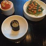 時間がかかり過ぎです。味も日本人には濃いです。前菜まで45分、デザートまでは3時間30分、最悪ワインが2本あっても足りないかも⁉️