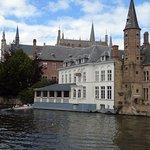 canal et bâtiments