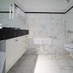 Photo de Villa Sassa Hotel, Residence & Spa
