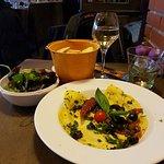 Mezza Luna Baccala alla ligure avec verre de blanc Frascati et salade de mesclun