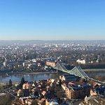 """Blick von der Bergstation auf Dresden mit Brücke """"Blaues Wunder"""""""