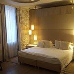 Chambre spacieuse et décorée avec goût.
