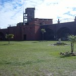 The sheltered, grass courtyard of Hurst Castle is ideal for family picnics