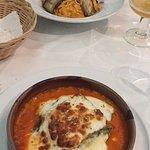 Lasaña vegetal y timbal de pasta postres; tarta de queso y helado de higos y frutos secos