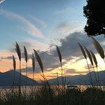 Blick auf das Hotel und aus dem Park auf den Lago Maggiore.