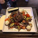 Steak grill zöldségekkel,zöldborsmártással