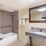 Foto de Days Inn & Suites Warner Robins Near Robins AFB