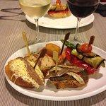tapas variés anchois et surtout légumes grillés tous excellents!