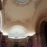 Потолок при входе в мраморный зал