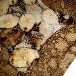 une excellente crêpe à la banane-chocolat-noix de coco