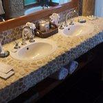 Double sink the bathroom