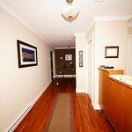 Lancaster Inn - Hallway & Reception Desk