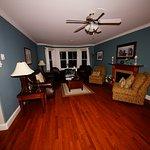 Lancaster Inn - Living Room