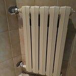Fijarse en el detalle de las baldosas en el radiador!