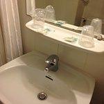 Detalle del baño amenidades al mínimo