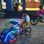 becak mini di depan lobby