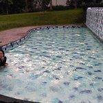 kolam renang anak kotor