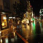 Calle del hotel x la noche..