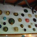 Les chapeaux du bar , belle collection