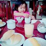 La nene se acabo todo el desayuno