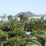 Blick auf die Hotelanlage und auf die Insel Lobos