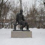 Говорят, это единственный памятник Лермонтову в цивильной одежде