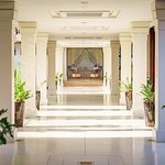 Walk way to Lobby - Anantara Angkor