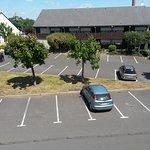 parking et restaurant campanile