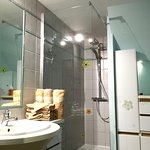 Salle de bains .. chambre Jaune