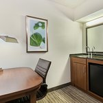 King and Double Bed Guestroom Wetbar