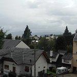 Vista desde el balcón del salón aunque el día estaba nublado. De lo contrario se ve el lago