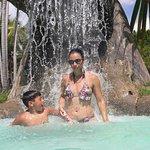 cascatas relaxantes de aguas limpidas