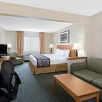 Photo de Baymont Inn & Suites Waterloo