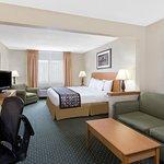 Foto de Baymont Inn & Suites Waterloo