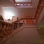 les escaliers menant aux chambres