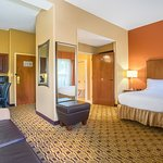 Foto di Holiday Inn Express Hotel & Suites Huntersville-Birkdale