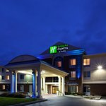 Welcome to the Holiday Inn Express & Suites in Cincinnati/Blue Ash